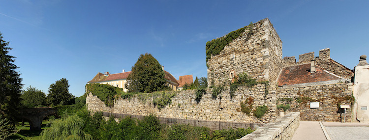 Drosendorf - walls and moat