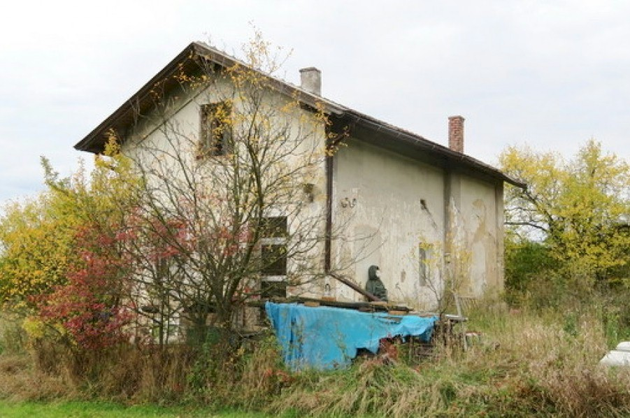 Isolated house to renovate - Lehndorf