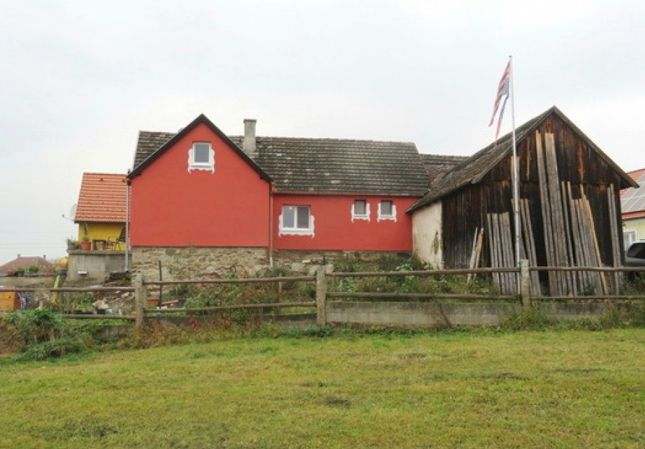 Former farmhouse for sale in Peigarten