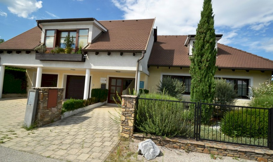 Villa for sale with office space