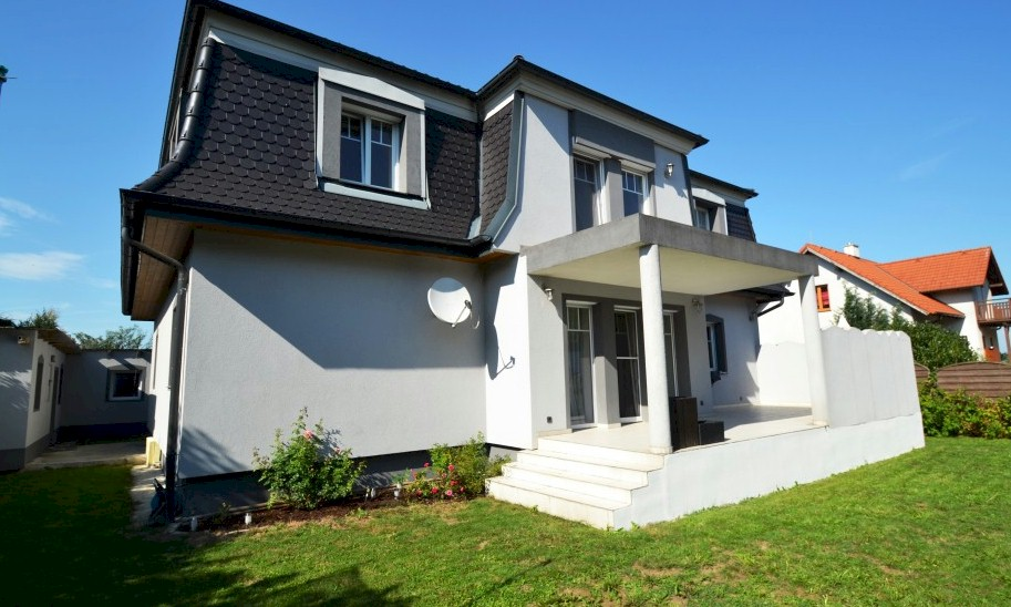 Large detached property for sale near St Pölten