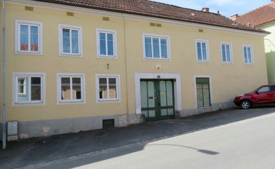 Huge house for sale in Groß Siegharts requiring renovation